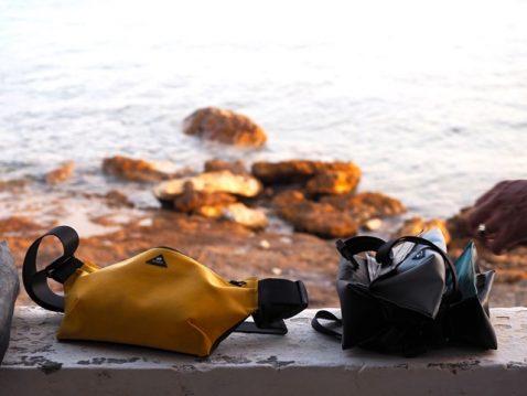Taschen von Mimycri am Meer